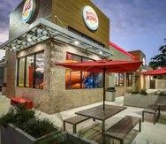 Los restaurantes Burger King solo aceptarán a clientes sin mascarilla solamente si se encuentran comiendo.