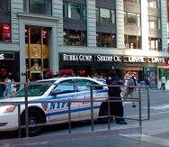 Una patrulla de policía en una calle del centro de Nueva York.