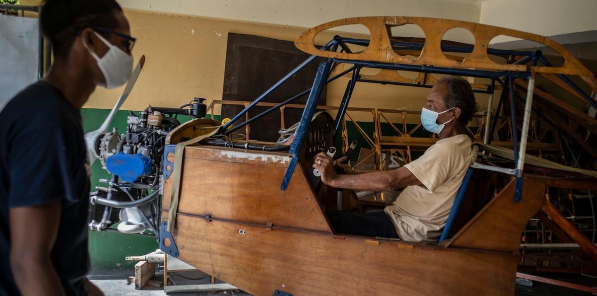 Así es la avioneta que construyó en su casa un ingeniero mecánico cubano