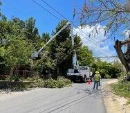 """En Isabela, el alcalde Miguel """"Ricky"""" Méndez  reclutó a cuatro exceladores de la AEE que, como parte de la transición con LUMA, fueron reubicados en la región de Aguadilla del DTOP."""