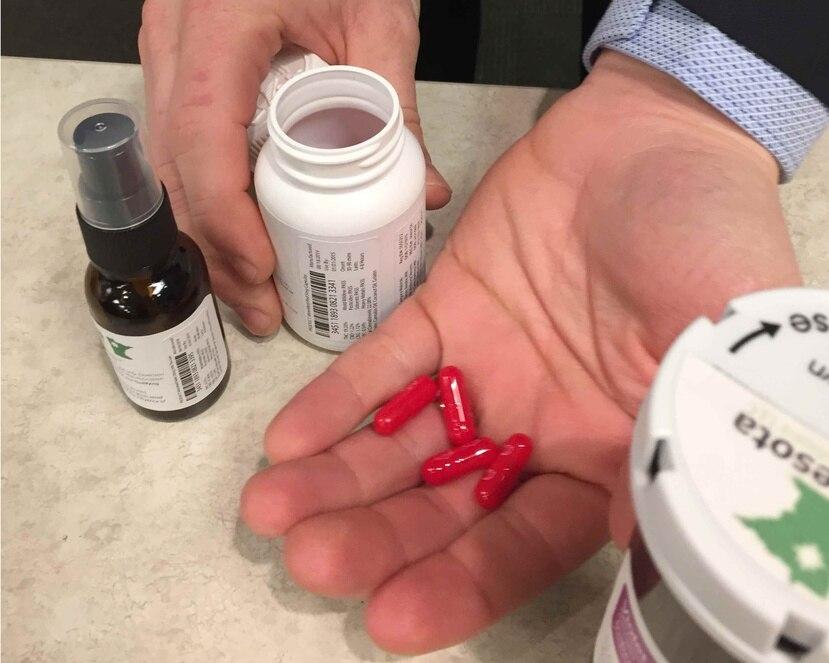 El reglamento establece que la marihuana medicinal será suministrada a través de dispensarios creados para ello. (AP)
