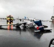 USA6800. TALLAHASSEE (FL, EEUU), 27/01/2021.- Fotografía divulgada en redes por la ciudad de Tallahassee donde se muestra una avioneta destrozada por un tornado volcada en la pista del Aeropuerto Internacional de Tallahassee (TLH) en Florida. Un tornado que tocó tierra este miércoles en Tallahassee, la capital de Florida, causó el corte de luz de al menos 3.000 hogares, daños materiales todavía por cuantificar y el cierre del TLH, informó el ayuntamiento de la urbe. EFE/Ciudad de Tallahassee /SOLO USO EDITORIAL /NO VENTAS
