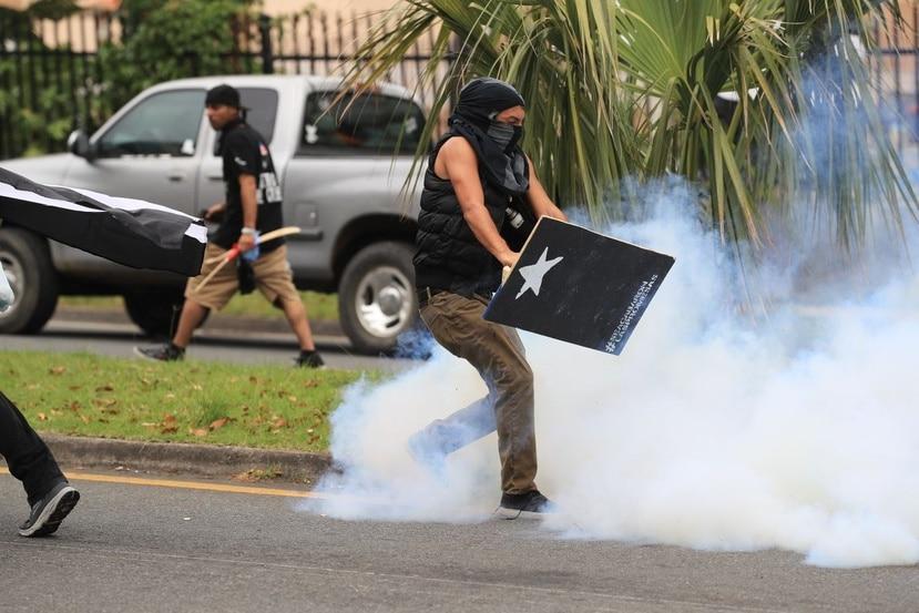 Enfrentamiento entre la Policía y manifestantes.