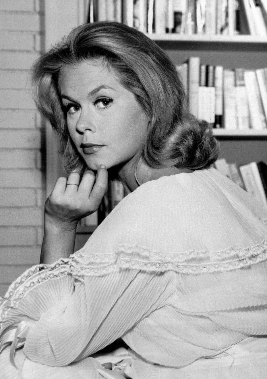 Elizabeth Montgomery, hija de la actriz Elizabeth Allen y del popular actor Robert Montgomery, quien fue una polifacética artista, ganadora de mueve premios Emmy y tres Globos de Oro. Nació el 15 de abril de 1993, en Los Ángeles y murió el 18 de mayo de 1995, en Bervely Hills, California a causa de cáncer colorrectal.