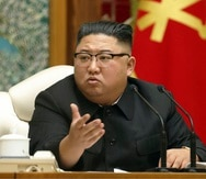 El líder norcoreano, Kim Jong Un, asiste a una reunión del politburó del gobernante Partido de los Trabajadores, en Pyongyang, Corea del Norte.