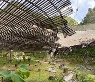 En medio de un mes de arrestos, tormenta tropical y coronavirus, el observatorio de Arecibo quedó destruido por un cable que se desprendió.