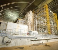 La construcción del nuevo sarcófago costó casi $1,700 millones y el proyecto tomó nueve años en completarse. (AP)