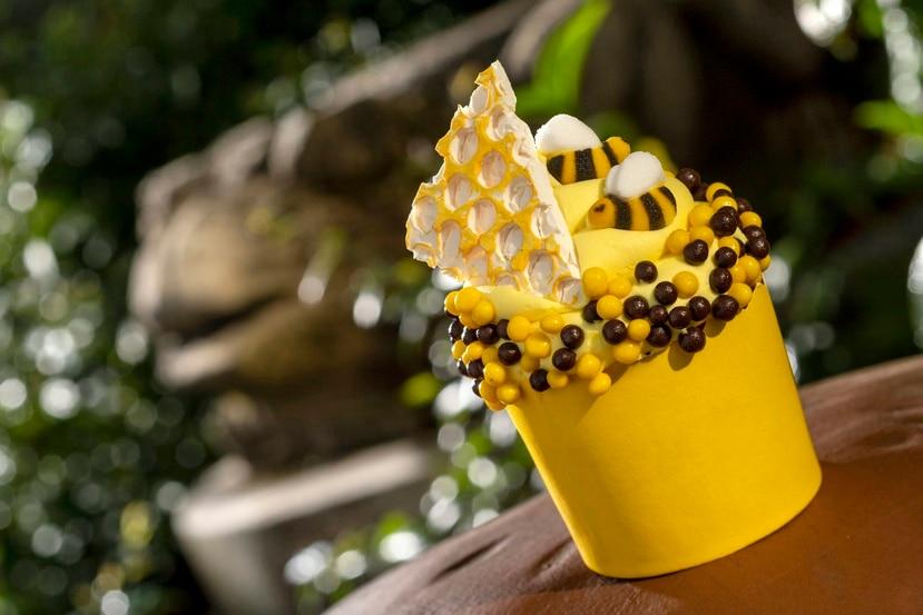 Durante la celebración de la Semana de la Tierra, en Animal Kingdom, los visitantes pueden saborear el Creature Comfort's Honey Bee Cupcake, entre otros.