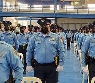 Unos 122 cadetes se graduaron de la Academia de la Policía.