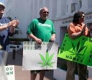 Defensores del uso médico de la marihuana asistieron al parlamento de Alabama para observar el debate y contar sus historias a los legisladores. (AP / Brynn Anderson)