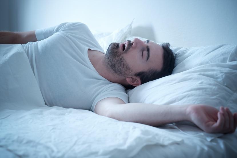 La apnea es una de las razones más frecuentes para los fuertes ronquidos, aunque otras causas, como las alergias, también puede provocarlos.