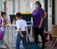 Distanciamiento  y el uso de mascarillas son varias medidas que tomarán las escuelas en agosto.