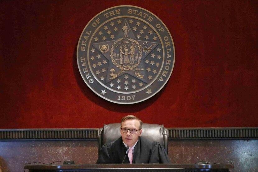 El juez Thad Balkman fue contundente en su decisión y le imputó a Johnson & Johnson haber actuado motivado por la avaricia. (AP Photo/Sue Ogrocki)