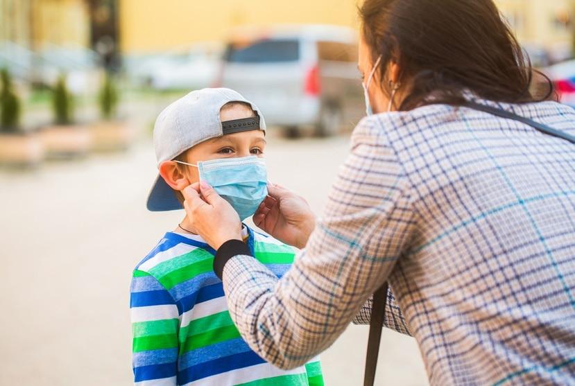 Los padres y los cuidadores, en conjunto con los pediatras, velan por la salud de los niños y los adolescentes.