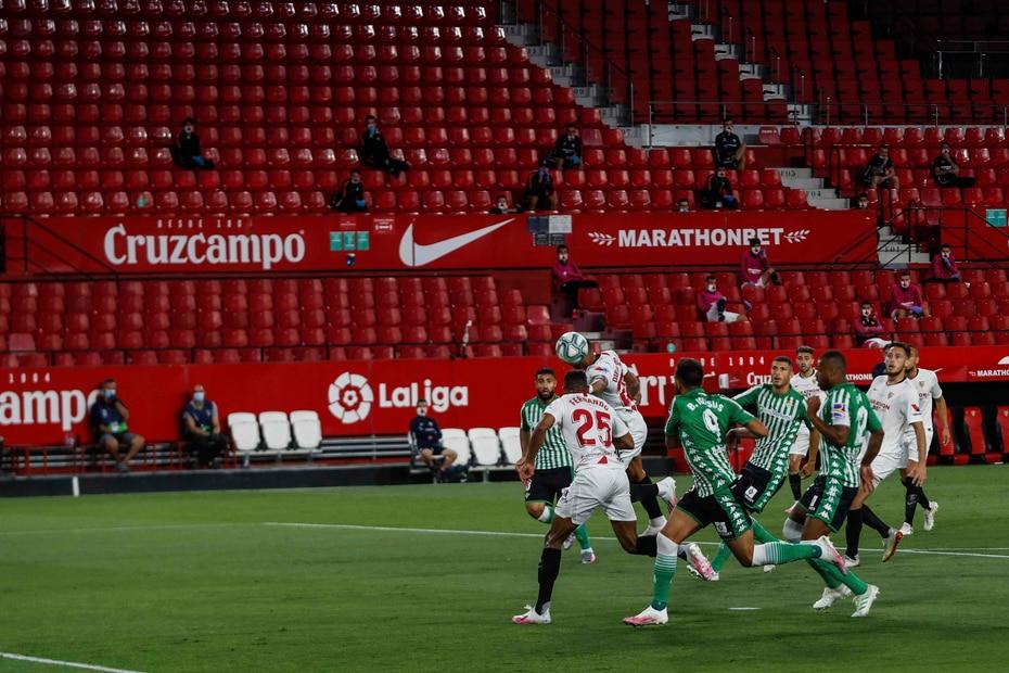El fútbol en España n ose jugaba hace tres meses, paralizado por la emergencia de la pandemia.