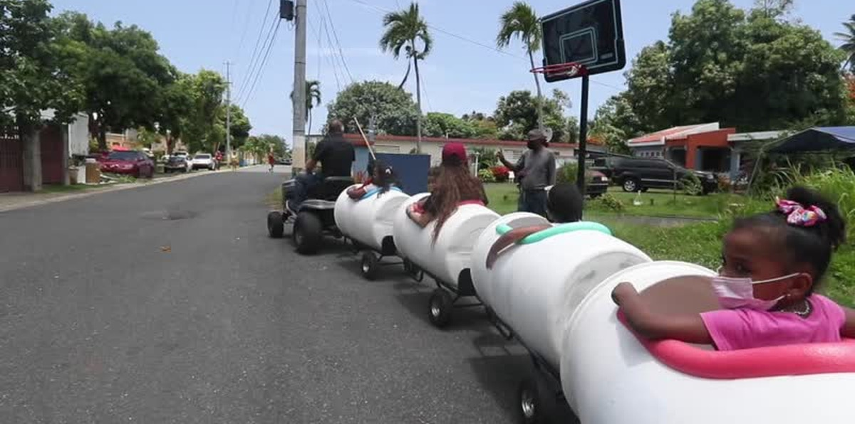 Vecino de Loíza lleva felicidad a los niños con un trencito improvisado