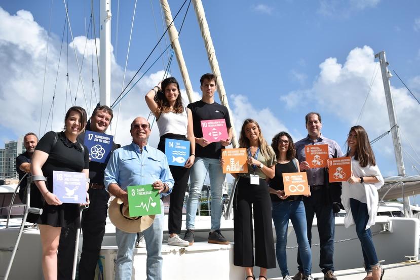 La Expedición Oceania Mar Azul, en la que viajan jóvenes científicos, estuvo en San Juan entre el 9 y 11 de enero. Arriba, a la derecha, la visita de los científicos a El Yunque. (Suministrada)