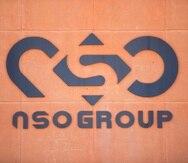Un logotipo adorna una pared de una oficina de la compañía israelí NSO Group cerca del poblado de Sapir, en Israel.