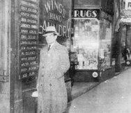 Pedro Montañez camina por las calles de Nueva York camino al Stillman's Gym. El cayeyano tenía fama de siempre lucir finamente vestido, aunque su destino final fuera el gimnasio. (Foto cortesía / Libro La Verdadera Historia de Pedro Montañez)