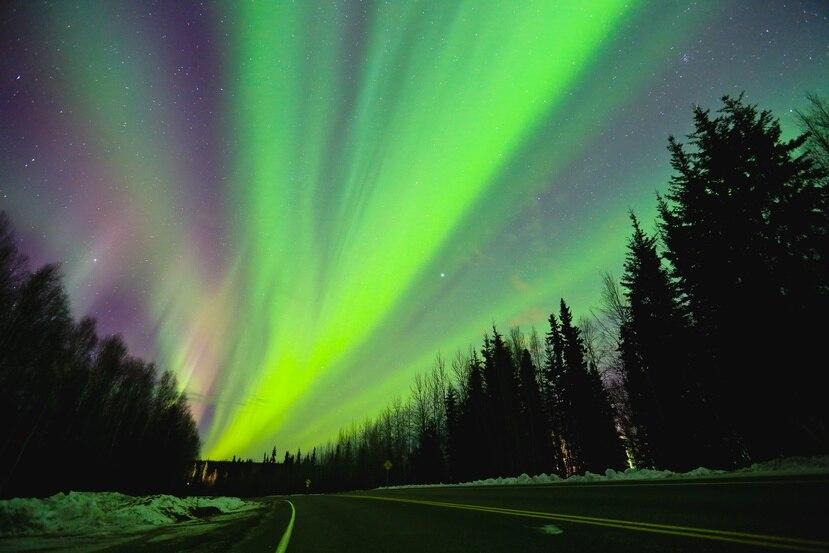 Las Auroras Boreales se aprecian en el planeta Tierra durante una tormenta solar.