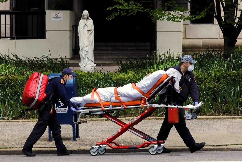 """Andrew Cuomo anunció medidas en los geriátricos tras mencionar un informe publicado por """"The New York Times"""", según el cual un tercio de las muertes ocurridas en Estados Unidos han tenido lugar en centros de atención de personas mayores. (EFE)"""