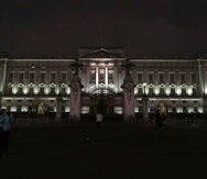 El Palacio de Buckingham en Londres antes de apagar las luces para la Hora de la Tierra. (AP)