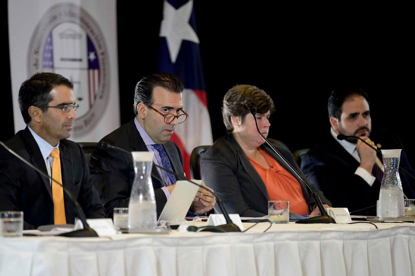 Los miembros de la Junta en una reunión el año pasado. (GFR Media)