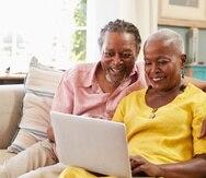 Pareja de adultos mayores, computadora, senior, hombre adulto, mujer adulta