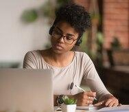 Estudiantes demandan a universidades por cobrarles las clases en línea igual que las presenciales