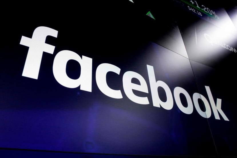 Facebook, además, prohibirá publicaciones con reclamos falsos en contra de ejercer el derecho al voto. (AP / Richard Drew)