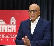 El ministro de Comunicación de Venezuela, Jorge Rodríguez, mientras ofrece declaraciones en Caracas (EFE).