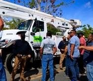 Exmiembros de la Utier impidieron la salida de camiones de LUMA Energy de la base aérea Muñiz, pero la fuerza de choque intervino para retirar a los manifestantes.