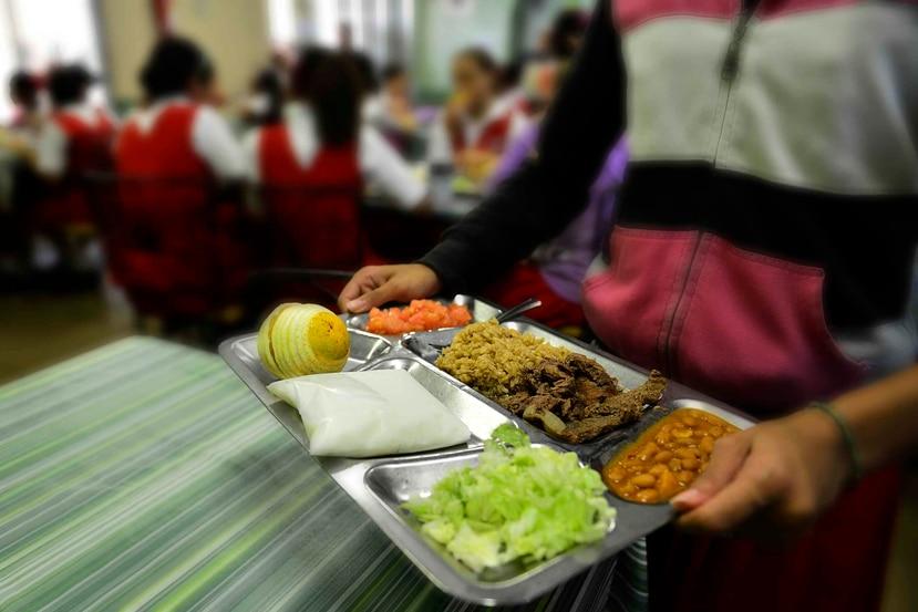 En su solicitud, alude a una ley federal firmada recientemente que busca promover que la comida de los comedores llegue a los alumnos del sistema público. (GFR Media)