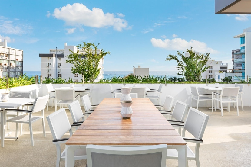 La terraza Bar.C.Lona Rooftop del AC Hotel en Condado está abierta miércoles y jueves 12:00 p.m. a 7:30 p.m.; viernes y sábados desde la 1:30 p.m. hasta las 9:30 p.m.; y los domingos de 11:30 a.m. a 7:00 p.m.