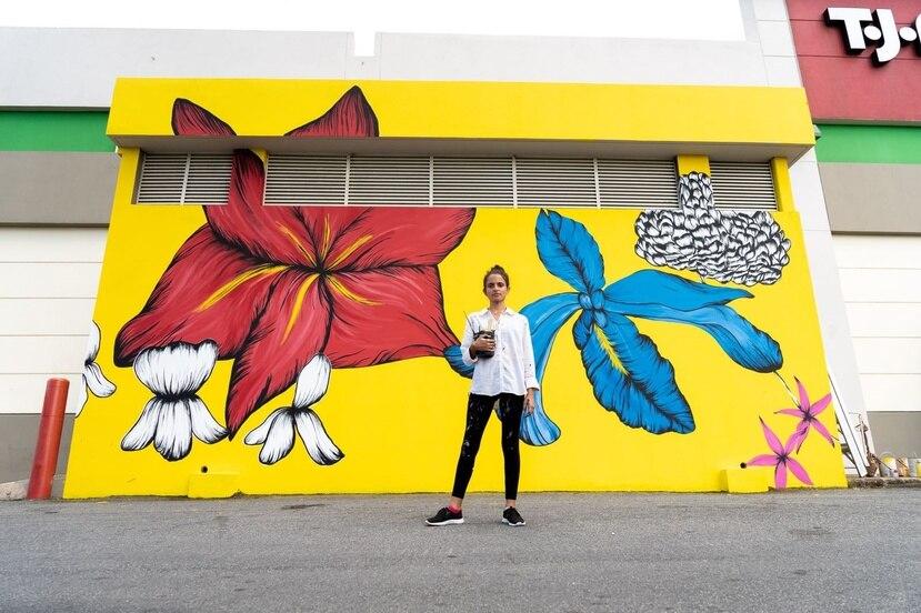 La artista Cristina Muñoz Laboy ha realizado murales en San Patricio Plaza, La Perla y la calle Sagrado Corazón en Santurce, entre otros espacios públicos. (Suministrada/Anexis Morales)