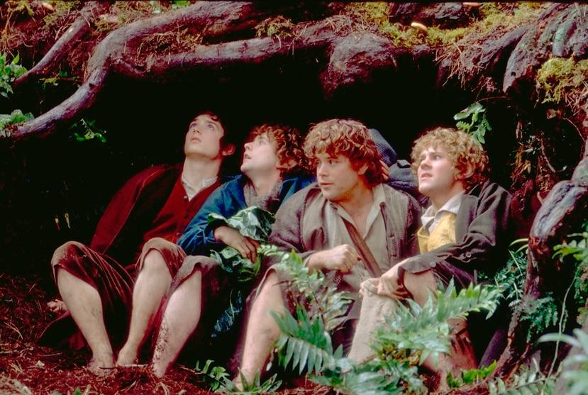 """Escena de la película de Peter Jackson """"El señor de los anillos"""", basada en la trilogía de JRR Tolkien. En la imagen el actor Elijah Wood, Billy Boyd, Sean Astin (i-d), caracterizados de hobbits, durante la película. EFE / Aurum Producciones"""