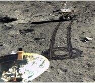 """El robot Yutu-2 visto desde la sonda Chang""""E 4, en el crater Aitken de la Luna. (La Nación/GDA)"""