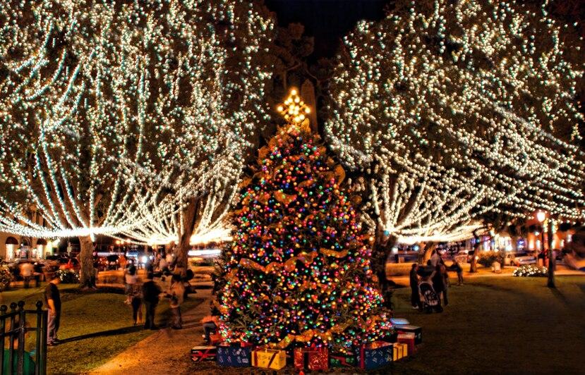 Árbol de Navidad en la Plaza de San Agustín. (Florida Historic Coast)