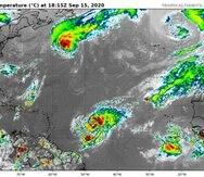 Imagen del satélite infrarrojo que muestra cinco sistemas de baja presión en el Atlántico.