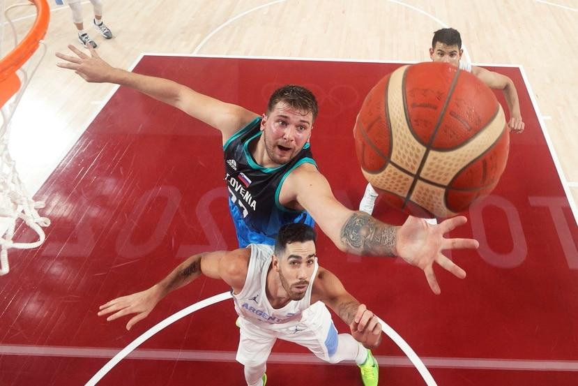 Luka Doncic tuvo un monumental debut en los Juegos Olímpicos con 48 puntos.
