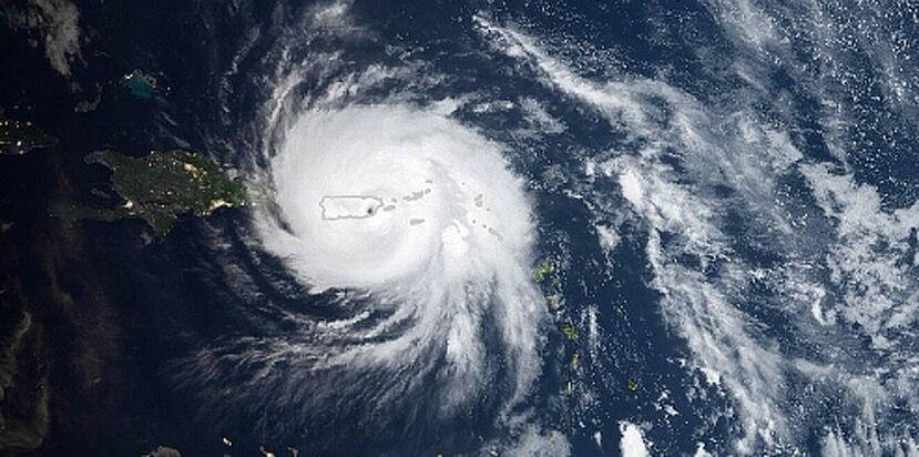 Imagen del satélite de la NASA en momentos en que el huracán María se encontraba sobre Puerto Rico. (Captura / NASA)
