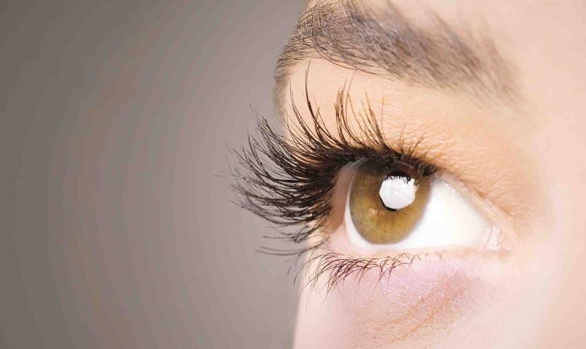 El ojo seco generalmente se llega a presentar por el uso de dispositivos electrónicos, el contacto con las luces led e incluso por el sol. (Archivo/GFR)