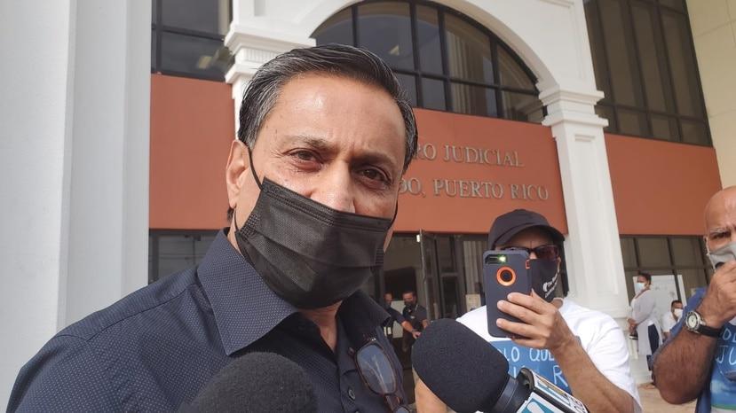 Zalil A. Zaveri, llegó hoy al tribunal de Fajardo a enfrentar una vista preliminar por dispararle a un perro en el campo de golf de un hotel en Río Mar, en Río Grande.