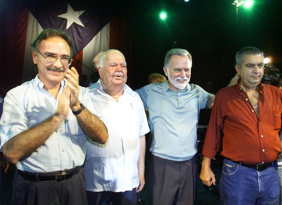 Gallisá (extrema derecha) junto a los líderes independentistas Fernando Martín (izquierda), Juan Mari Bras y Rubén Berríos en el Festival de Claridad en el 2000.