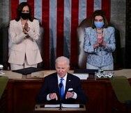 En esta histórica foto aparece el presidente Joe Biden, la vicepresidenta Kamala Harris y la presidenta de la Cámara de Representantes, Nancy Pelosi.