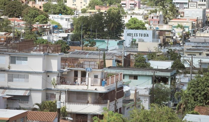 Vista de Villa Palmeras   desde la azotea de la residencia de varones de  la Universidad del Sagrado Corazón en Santurce. (GFR Media)