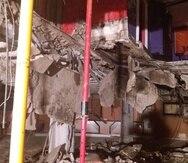 """Los heridos cayeron """"alrededor de una planta"""" al sótano de la discoteca en la madrugada del domingo, tras abrirse un agujero de aproximadamente cuatro metros cuadrados. (Captura/ Bomberos de Tenerife)"""
