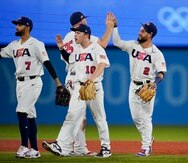 El boricua Jack López (7) y Eddy Alvarez (2) celebran el triunfo de Estados Unidos para pasar al partido por la medalla de oro.