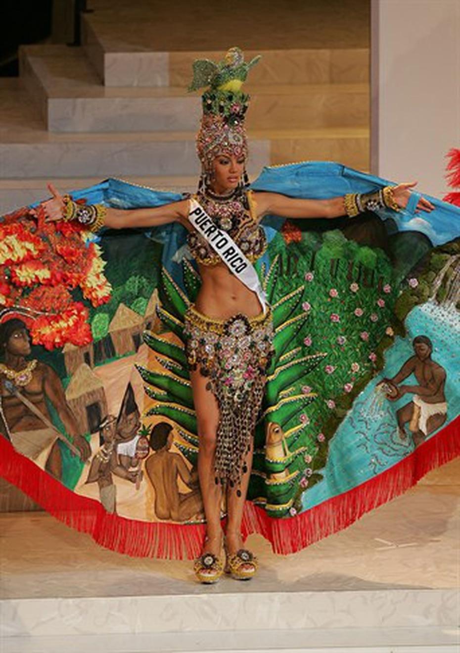 Zuleyka Rivera, Miss Universe Puerto Rico 2006, se coronó ese año como la mujer más bella del universo. Su traje típico evocaba la diosa Atabey. (Archivo)