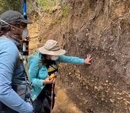 La arqueóloga Isabel Rivera Collazo, de la Universidad de California en San Diego, encabezó a un grupo de científicos que recorrió 48 kilómetros de la costa norte y 8 kilómetros de la costa este.